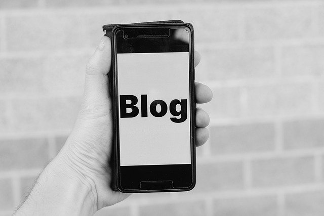 Blog Smartphone Blogger Wordpress  - viarami / Pixabay