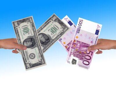 Euro Dollar Hand Keep  - geralt / Pixabay