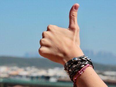 Hands Fingers Positive Bracelets  - sweetlouise / Pixabay