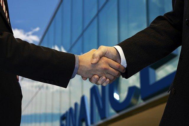 Shaking Hands Company Office  - geralt / Pixabay