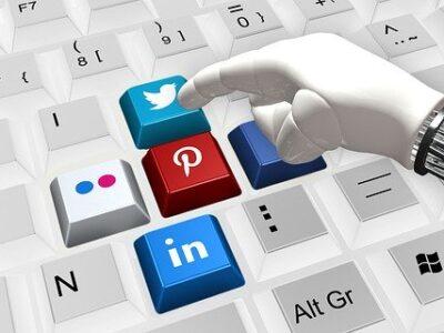 Keyboard Hand Robot Social Media  - geralt / Pixabay