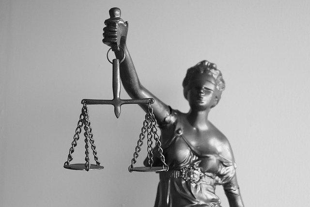 無罪?有罪?|副業が会社にバレると法律違反になるのか?