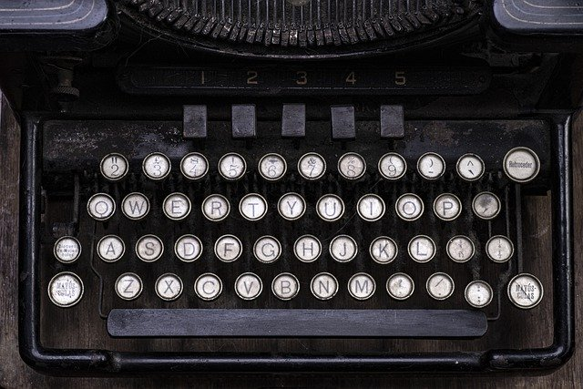 Typewriter Writing Retro Old - valerioerrani / Pixabay