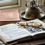 Desk Historically Antique Office  - GregMontani / Pixabay
