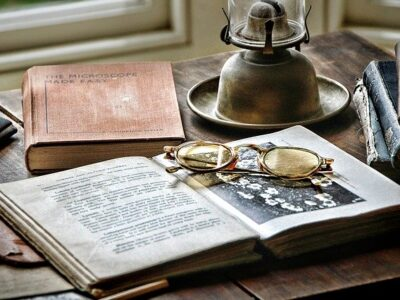 Desk Historically Antique Office  - GregMontani / Pixabay