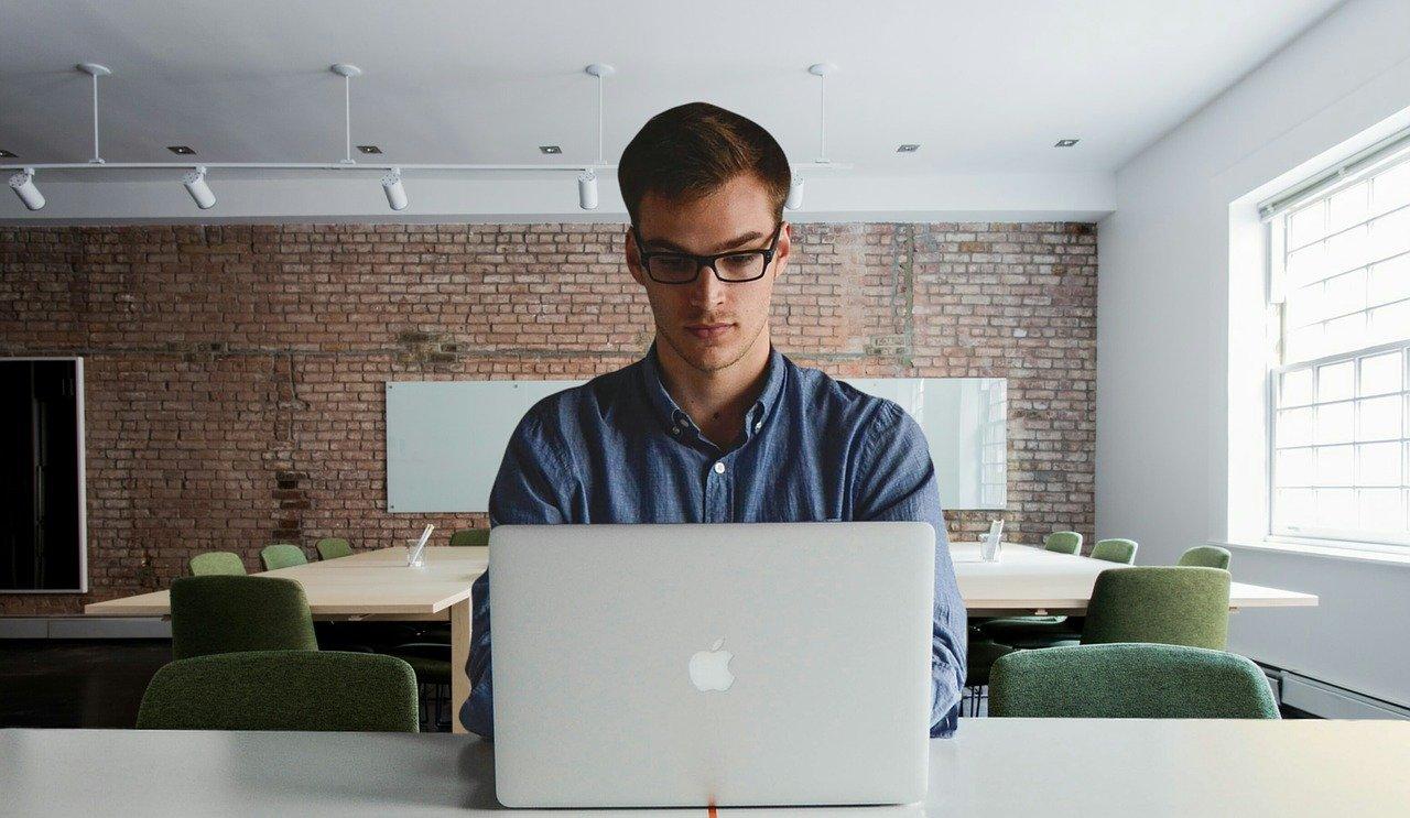 サラリーマンにおすすめの副業|オンラインや在宅で稼ぎましょう