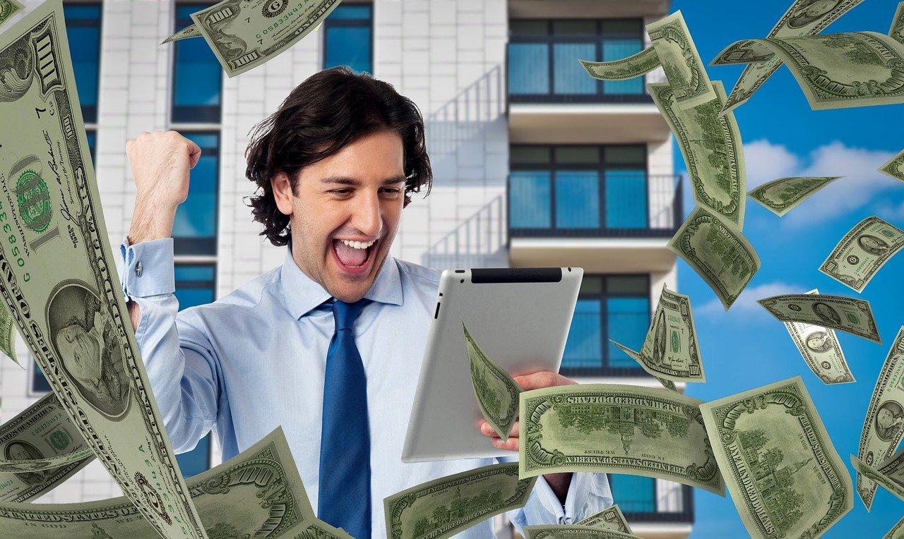 Man Money Tablet Bet Success Win - Tumisu / Pixabay