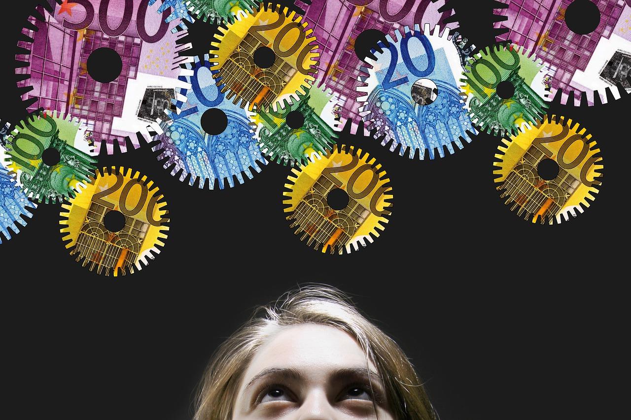 Woman Gears Money Euro Currency - geralt / Pixabay