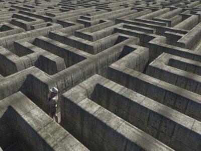 Labyrinth Freedom Orientation  - mwewering / Pixabay