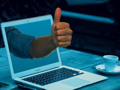 Laptop Thumbs Up Workplace  - geralt / Pixabay